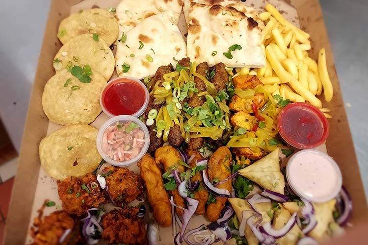 Mo's-Spice-Grill-Family-and-Friends-Share-Box